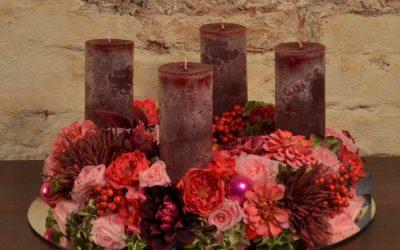 Welche Blumenhandlung in Döbling liefert Adventkränze?